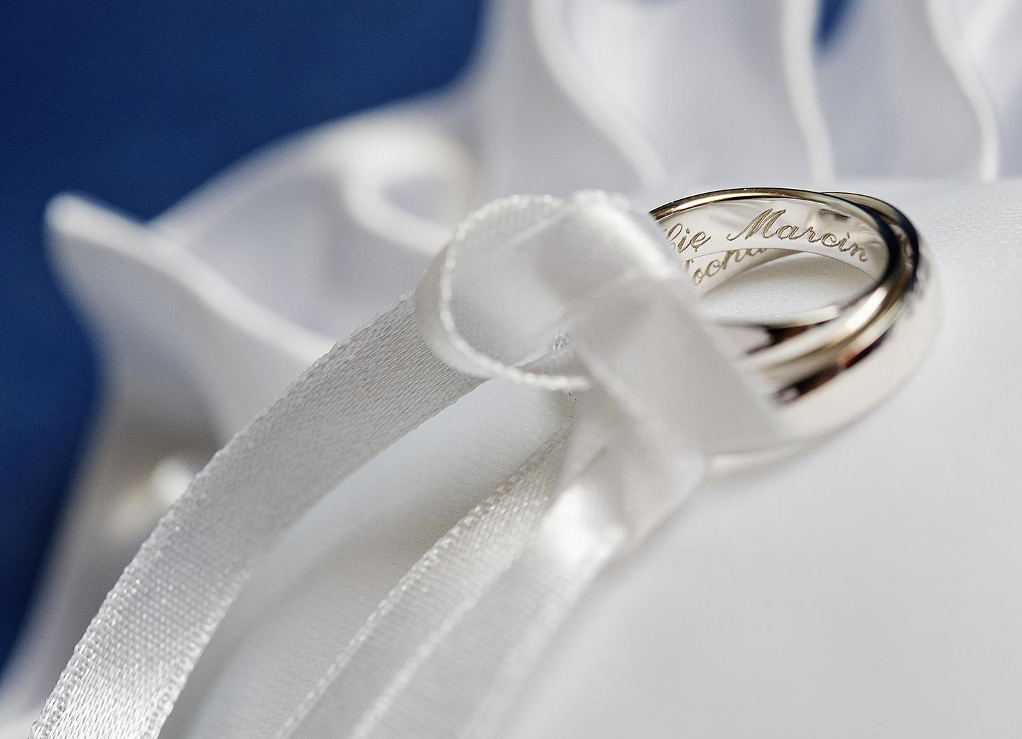 wedding rings with engraving inside